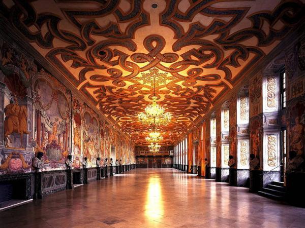 Großer-Saal-der-Galerie_image_full